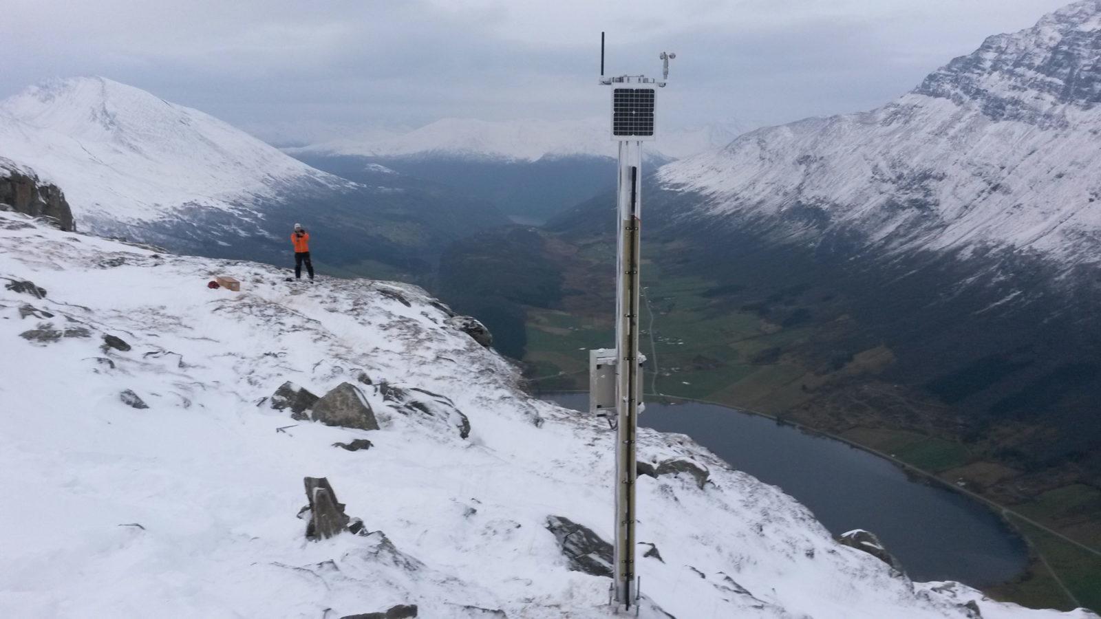 Snow depth measurement device