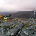 Installasjon av værstasjon og ultrasonisk snødybdemåler på høyfjellet i Nordland høsten 2015.