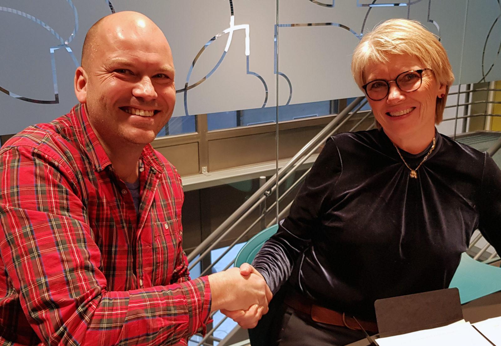 Signering Atle Gerhardsen og Hanne Anette Stormo