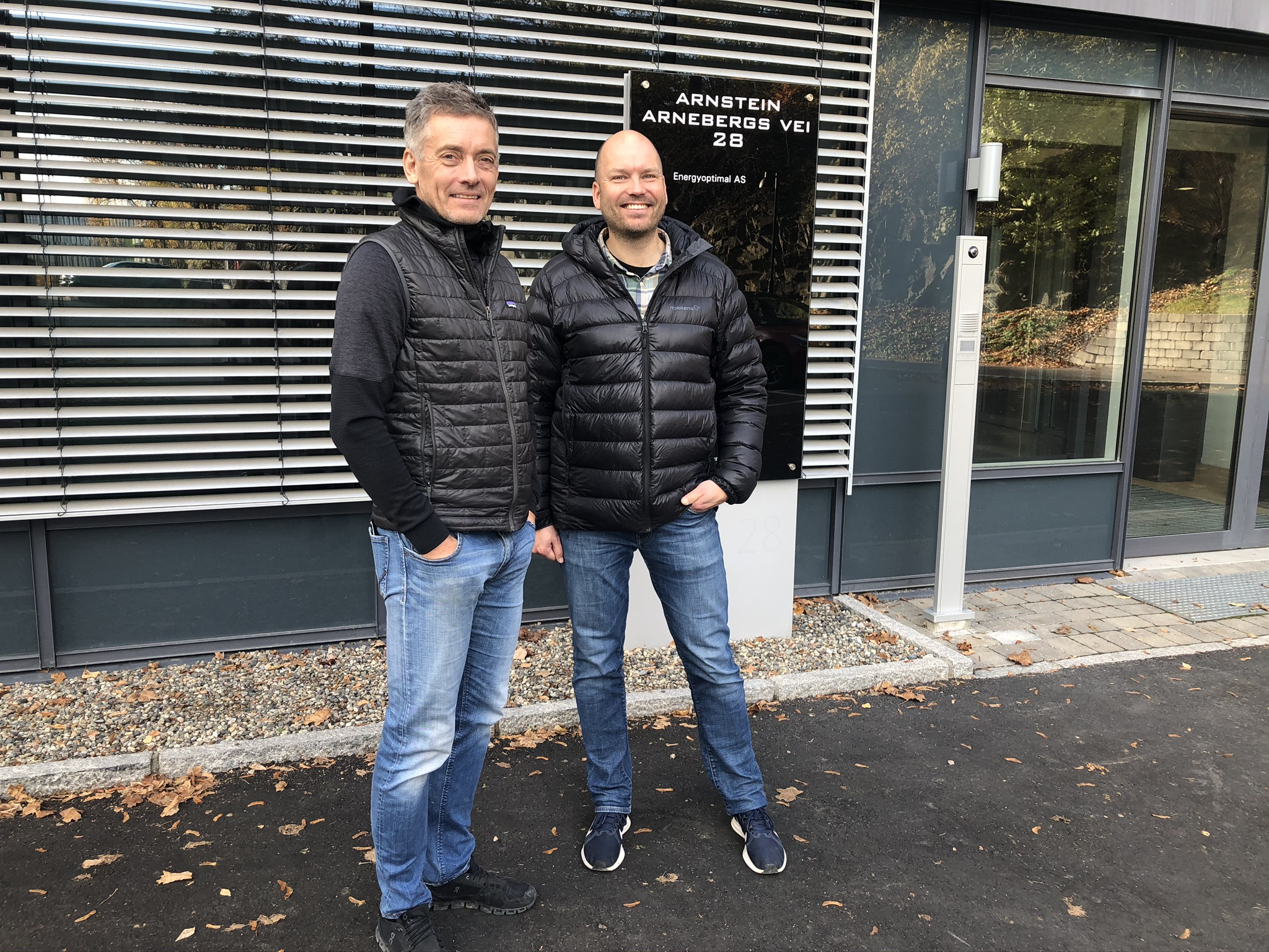 Geir Bergheim i Continuum Property AS har signert leieavtale med Atle Gerhardsen i Cautus Geo AS.