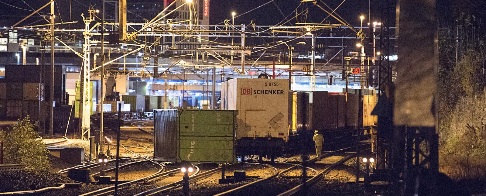 Godstog sporet av utenfor Ulrikstunnelen ved Bergen jernbanestasjon. (Foto: Marit Hommedal/NTB).
